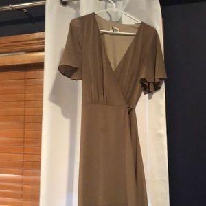 Wrap dress w/ flow bottom & sleeves. Tie waist.